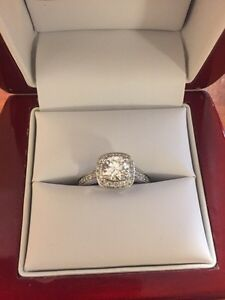 STUNNING ENGAGEMENT RING - Never sized or worn