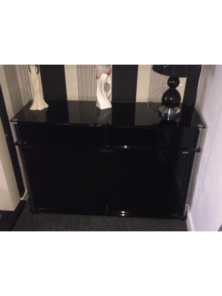 BLACK HIGHGLOSS SIDEBOARD