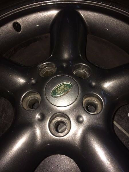 set of 4 range rover land rover wheels with good tyres