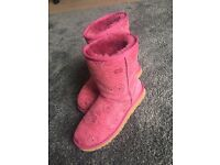 LADIES UGG BOOTS SIZE 4.5 PINK