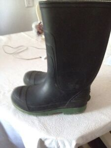 Girl's boots size 12 and 10 and boy's boots size 13. AVAILABLE Gatineau Ottawa / Gatineau Area image 2