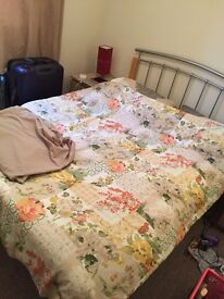 Queen size fitted sheet and 2 pillows