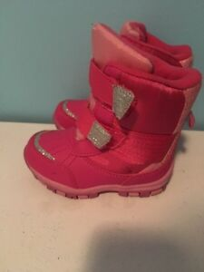 Girl's snow boots size 6. AVAILABLE Gatineau Ottawa / Gatineau Area image 1