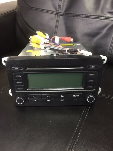 VW GOLF MK5 STEREO BOXED WITH WIRES LIKE NEW £25! Ono