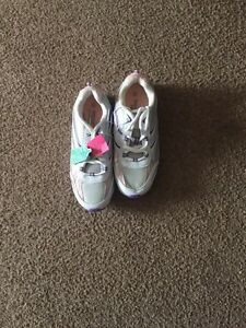 BNWT SIZE 6 running shoes