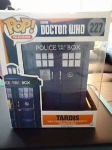 Dr. Who Funko Pop Large Tardis and matching keychain