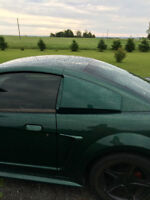 2000 Ford Mustang black Coupe (2 door)