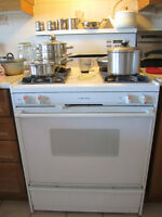 Gas Stove (in Excellent condition) White Westinghouse Electronic