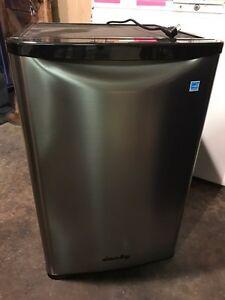 Danny mini fridge, brand new, can deliver