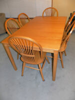 OAK TABLE AND 6 CHAIRS SET