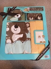 **NEW** unopened baby gift. Blanket, booties, cuddly toy
