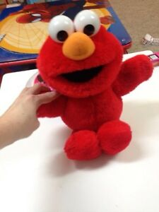 Tickle me elmo Stratford Kitchener Area image 1
