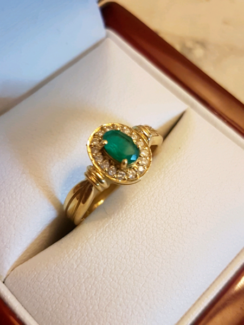 Ladies 18k yellow gold ring with Emerald and diamonds
