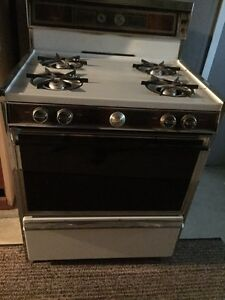 Great condition gas stove Windsor Region Ontario image 1