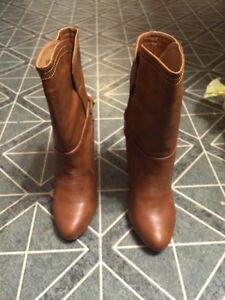 Brown boots with bow size 6