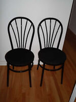 2 CHAISES BISTRO TRES SOLIDE -  BISTRO CHAIRS