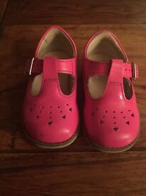 Girls pink clarks shoes