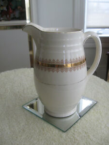 CHARMING OLD-FASHIONED VINTAGE CHINA MILK JUG..[ENGLAND]