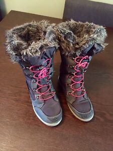 SOLD - Childs Banff Trail winter boots girls sz 1 London Ontario image 1