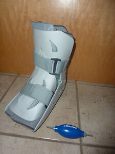 Aircast Walker fracture boots for right leg, size L (men's 10-12