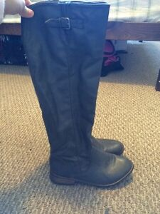 6 1/2 beautiful grey colour boots!