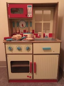 WOODEN, toddler kitchen. Excellent condition! 80$ OBO