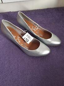 Silver heels size 4