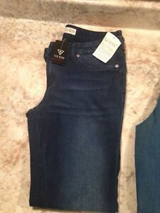 2 brand new pairs of women's guess jeans!