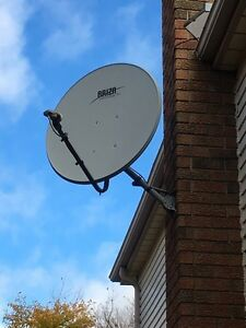 2 Satellite dishes Cambridge Kitchener Area image 1