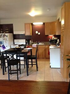 2 bedroom apt 1100+ utilities available May 1st