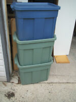 LARGE RUBBERMAID STORAGE CONTAINER TUBS