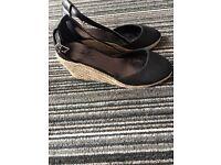 Woman sandals size 5