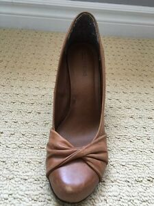 Brown high heel shoes, size 9 Kitchener / Waterloo Kitchener Area image 4