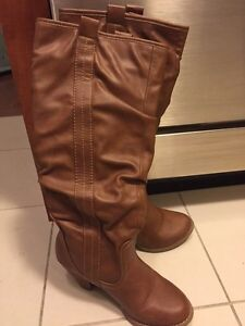 Knee high Heeled boots size 6
