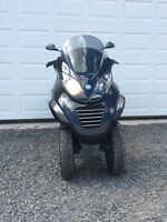 ONLY 1 Left!! 2900.00 WOW Piaggio MP3 250 CC 3 Wheel Scooter