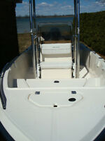 2003 CENTER CONSOLE T-TOP 17.2 Ft. 4 STROKE OUTBOARD COMME NEUF
