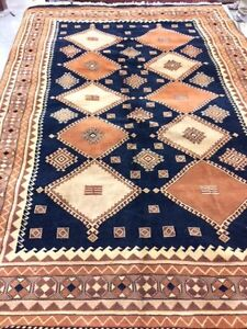 """Persian Yalameh %100 wool quality hand knotted 7x10 f"""" London Ontario image 1"""