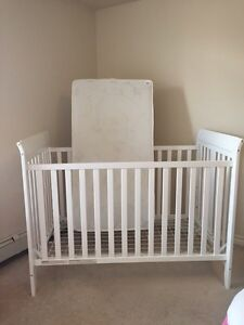 Baby crib, baby bed with free stuff