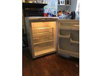 FREE - Hotpoint under worktop fridge