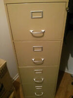 Classeur 4 tiroirs avec clé / 4-drawer file cabinet with key