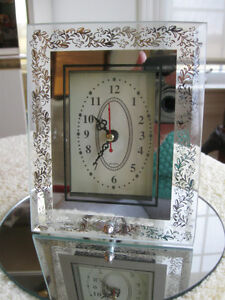 DRESSY LITTLE VINTAGE BATTERY-OPERATED NIGHT-STAND CLOCK