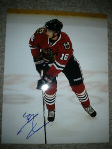 CHICAGO BLACKHAWKS AUTOGRAPHED PHOTOS AND PUCKS