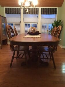 Dining room harvest table and chairs Kingston Kingston Area image 2