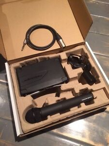 Audio-Technica System 8 Wireless Mic w/ case