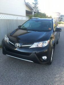 2013 Toyota RAV4 limited **FULLY LOADED IN MINT CONDITION**