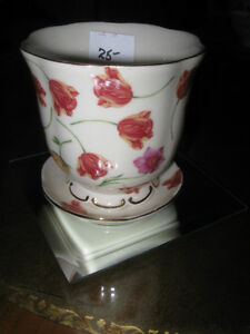 "ADORABLE LITTLE VINTAGE ""WAVY-EDGED"" 3 3/4"" WIDE FLOWER POT"