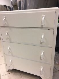 White wooden painted drawers 💕
