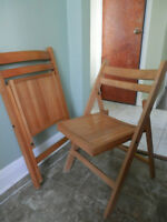 Set of 2 wooden folding chairs