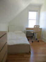 Sunny, safe & quiet room available near Dal; Women only
