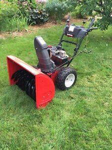"Yard Machines Snowblower 10.5HP (358cc) /29"".    Souffleuse"